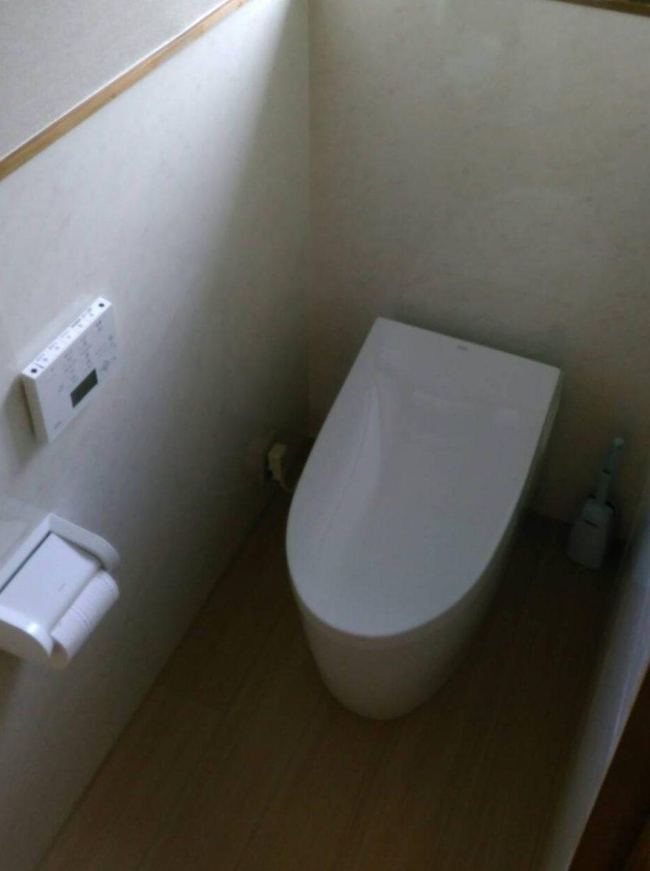 和式トイレから洋式トイレへ (クロス・床張替)